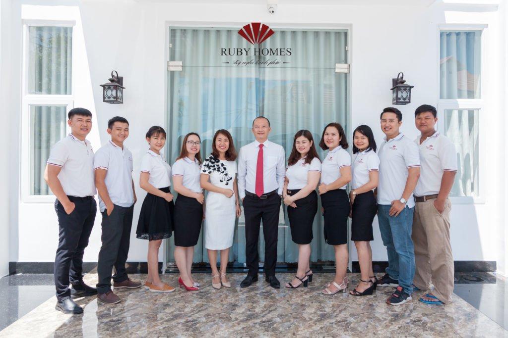 Ban Giám Đốc cùng tập thể nhân sự Văn Phòng Ruby Homes